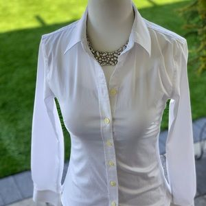 Banana Republic White Fitted Button collared shirt